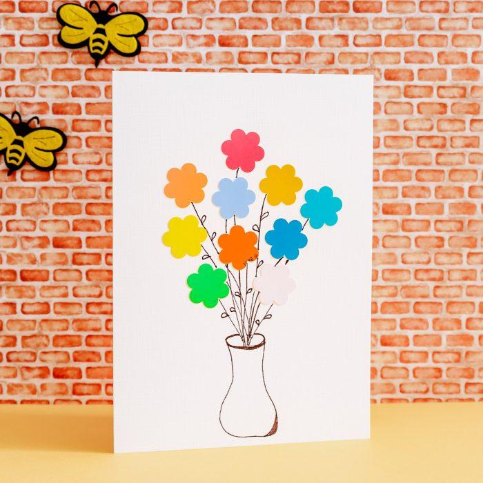 Tarjeta ramo de flores con muestras de pintura